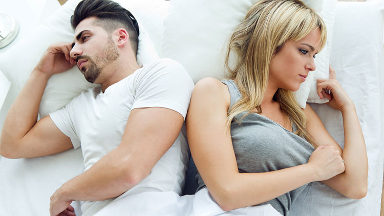 10 signs that he is losing interest in you